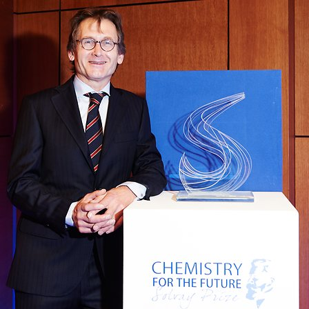 Chemistry for the Future Solvay Prize winner Ben Feringa among the winners of the Nobel Prize in Chemistry 2016