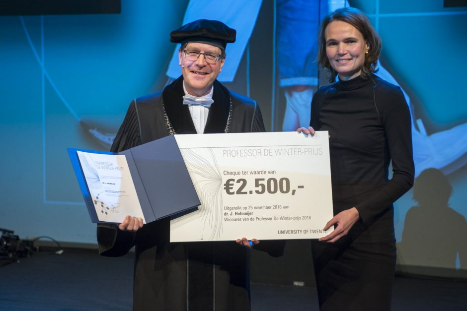 The Professor De Winter Award presented to Dr. Jeannette Hofmeijer for her Early EEG contributes to multimodal outcome prediction of postanoxic coma research