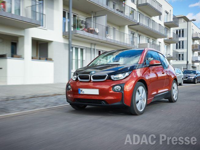 Im neuen ADAC EcoTest übernimmt der BMW i3 die ökologische Führung.