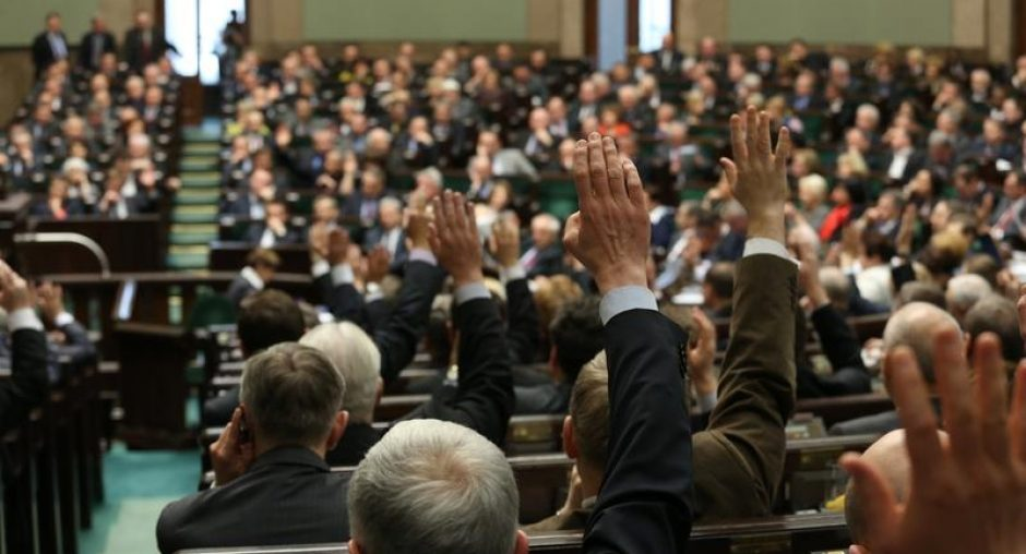 Members of parliament raise their hands during a vote at a session of the Polish parliament, the Sejm, Warsaw, 22 February 2013. (Polish parliament/Krzysztof Białoskó