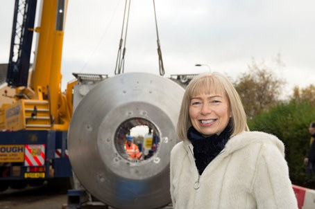 Scotland's first ultra-powerful 17.5 tonne 7 Tesla (7T) MRI scanner arrives at the Queen Elizabeth University Hospital (QEUH)