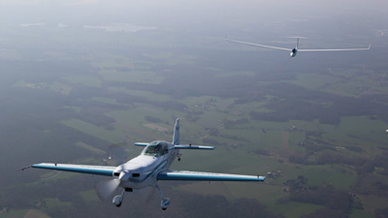 Extra 330le Aerobatic Plane Powered By Siemens Propulsion System Sets Two New Speed Records Europawire Eu The European Union S Press Release Distribution Newswire Service