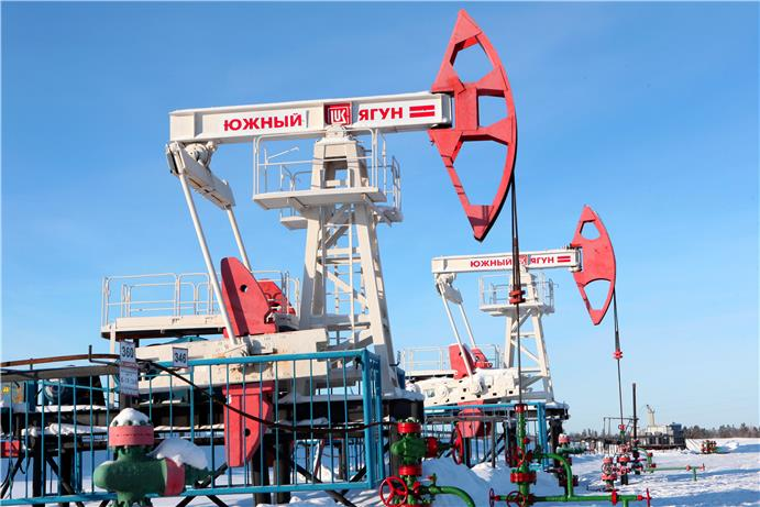 LUKOIL scores Best oil and gas IT project at 2019's ComNews Awards. On the photo: Южный ягун.